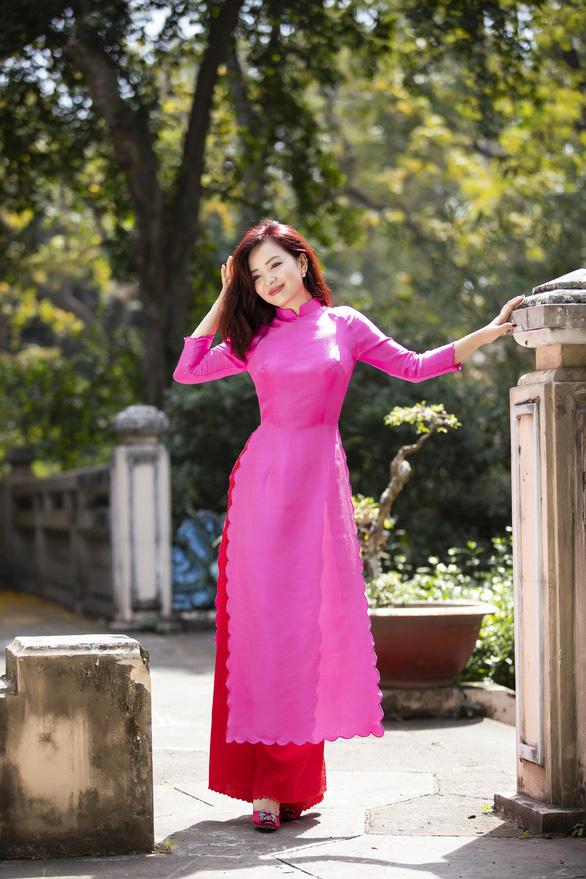 Nhà thiết kế Trisha Võ: Cách tân để áo dài truyền thống đẹp hơn - Ảnh 2.