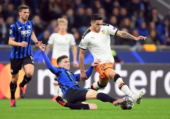 Bóng đá châu Âu thiệt hại nặng - Ảnh 1.