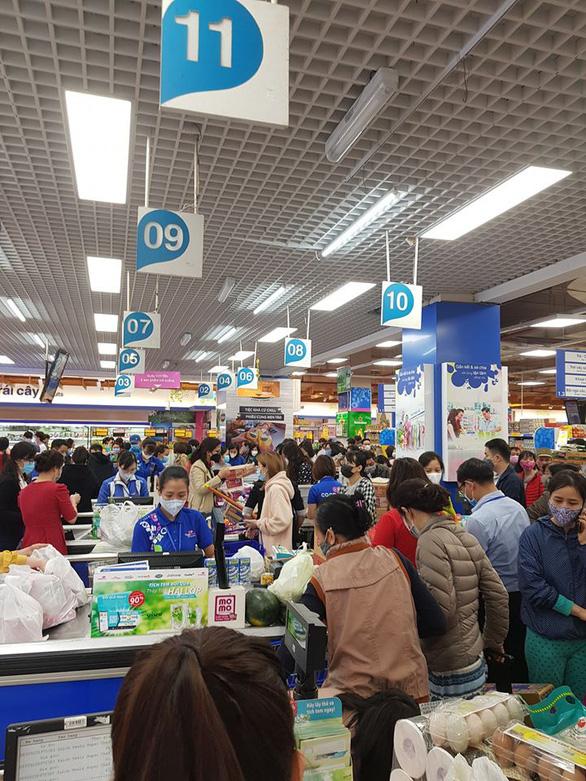 Loạt siêu thị lớn ở Hà Nội và TP.HCM cam kết không thiếu hàng hóa - Ảnh 1.