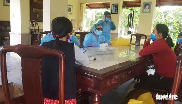Hải Phòng phong tỏa hai khu dân cư có người tiếp xúc bệnh nhân thứ 17 - Ảnh 2.