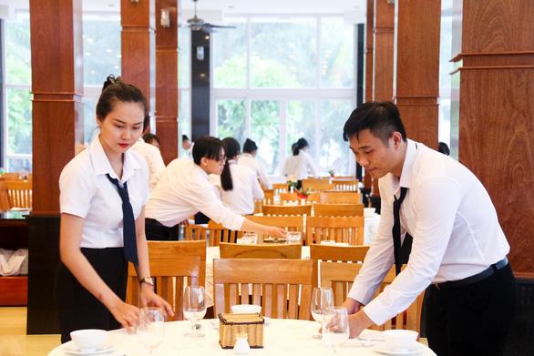 Học trường Việt Giao và cơ hội lập nghiệp đối với nhóm ngành dịch vụ - Ảnh 3.