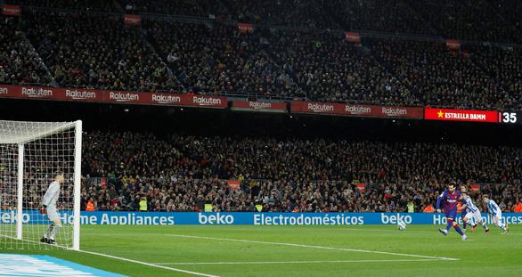 Messi ghi bàn từ chấm 11m đưa Barca lên ngôi đầu - Ảnh 2.