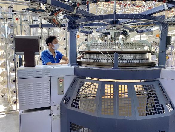 Vinatex cung ứng 8,5 triệu khẩu trang vải kháng khuẩn từ nguyên liệu trong nước - Ảnh 1.