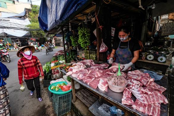 Thủ tướng yêu cầu giảm ngay giá thịt heo - Ảnh 1.