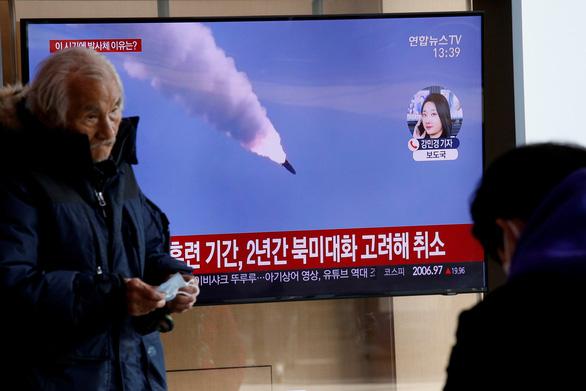 Triều Tiên bắn 3 vật thể bay không xác định ra biển - Ảnh 1.