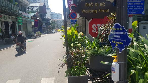 Huế không phong tỏa đường Phạm Ngũ Lão như ở phố Trúc Bạch - Ảnh 1.