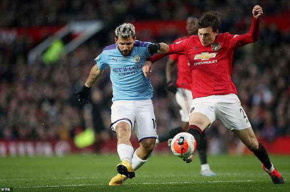 Man Utd hạ gục Man City, đưa Liverpool áp sát ngôi vô địch - Ảnh 1.