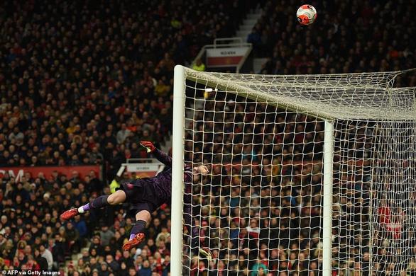 Man Utd hạ gục Man City, đưa Liverpool áp sát ngôi vô địch - Ảnh 3.