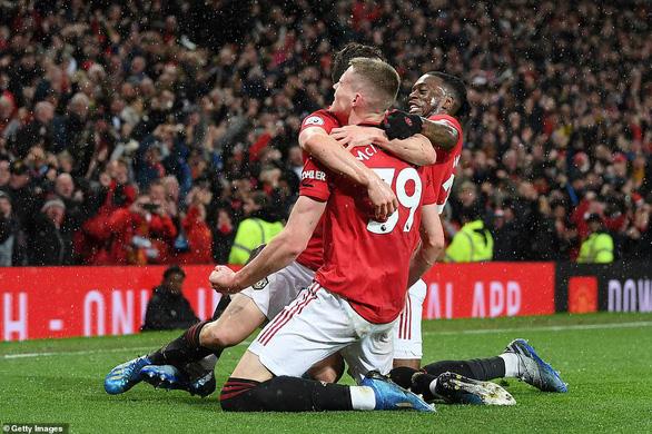 Man Utd hạ gục Man City, đưa Liverpool áp sát ngôi vô địch - Ảnh 4.