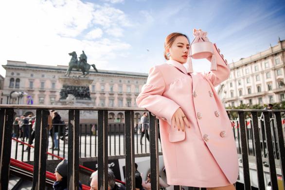 Vũ Khắc Tiệp và các sao Việt dự tuần lễ thời trang ở Milan, Paris đợt COVID-19 - Ảnh 3.