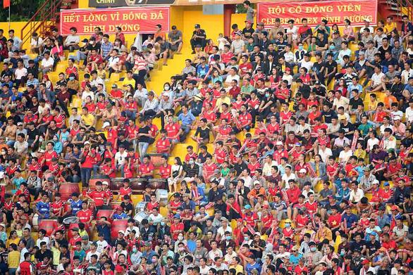 V-league 2020 thi đấu trên sân không khán giả: Các CLB thở dài - Ảnh 1.