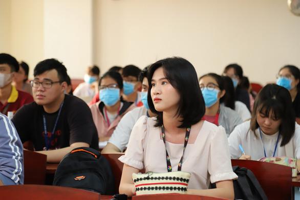 Sáng nay, sinh viên ĐH Y dược TP.HCM trở lại trường - Ảnh 10.