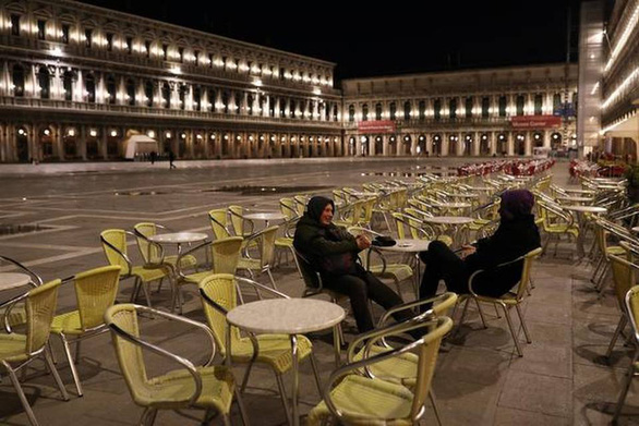 Nước Ý hoang vắng sau lệnh cách ly 16 triệu người - Ảnh 6.