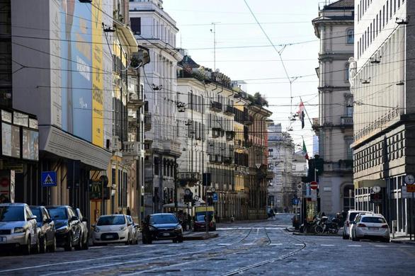Nước Ý hoang vắng sau lệnh cách ly 16 triệu người - Ảnh 1.