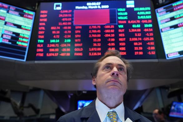 Sàn giao dịch chứng khoán Mỹ nghỉ 15 phút cứu các chỉ số chính - Ảnh 1.