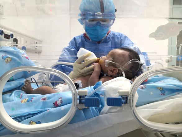 Bệnh nhi mắc COVID-19 khi mới 5 ngày tuổi đã xuất viện - Ảnh 2.