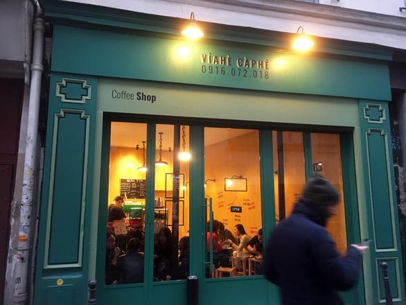 Paris có một... cà phê vỉa hè chất Việt - Ảnh 2.