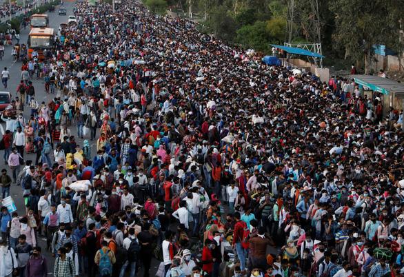 Hàng trăm triệu dân nghèo Ấn Độ sợ đói hơn sợ virus corona - Ảnh 1.