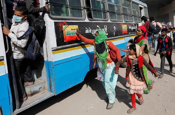 Hàng trăm triệu dân nghèo Ấn Độ sợ đói hơn sợ virus corona - Ảnh 3.