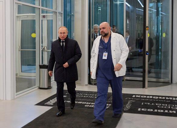 Điện Kremlin: Sức khỏe ông Putin ổn dù đã tiếp xúc với người mắc COVID-19 - Ảnh 1.
