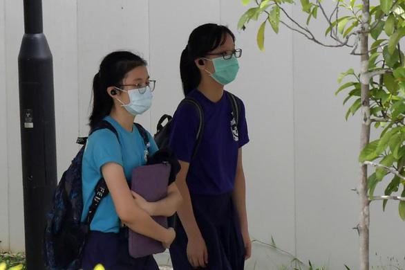 1,5 tỉ học sinh toàn cầu nghỉ học vì corona, vì sao học sinh Singapore không nghỉ? - Ảnh 1.