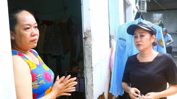 Bình Dương hỗ trợ người bán vé số nghèo, người khuyết tật 60.000 đồng/ngày - Ảnh 1.