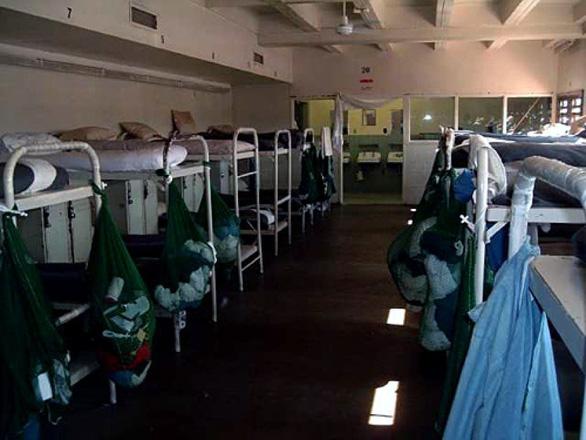 Bang California sẽ thả 3.500 tù nhân để hạn chế lây nhiễm COVID-19 trong nhà tù - Ảnh 1.