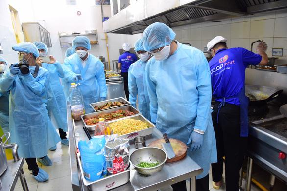 Saigon Co.op cung cấp hơn 30.000 suất ăn cho các khu cách ly - Ảnh 1.