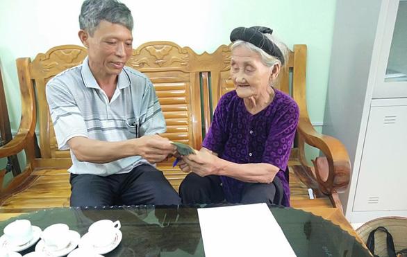 Cụ bà 84 tuổi năm ngoái xin thoát nghèo, nay góp 2 triệu chống dịch COVID-19 - Ảnh 1.