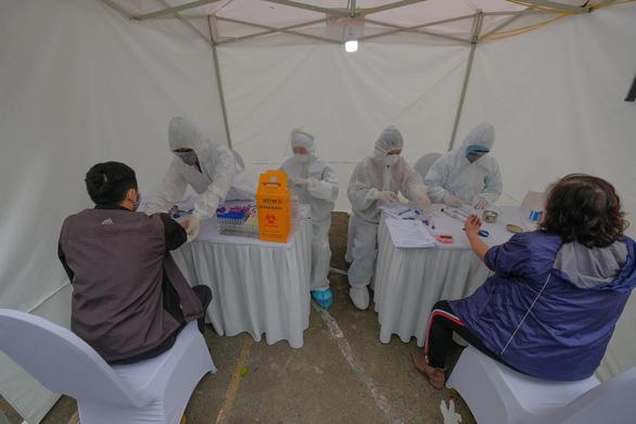 3 mẫu nghi COVID-19 qua xét nghiệm nhanh ở Hà Nội đều cho kết quả âm tính - Ảnh 1.