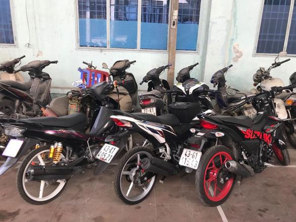 Nhóm chạy môtô dàn hàng ngang, bốc đầu ở Đà Nẵng bị 'sờ gáy' - Ảnh 3.