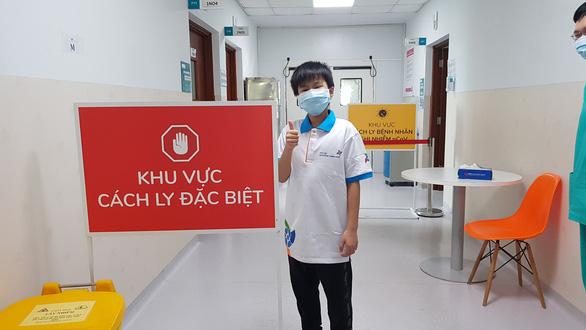 Bé trai 10 tuổi ở TP.HCM và 2 người khác khỏi COVID-19 xuất viện - Ảnh 2.