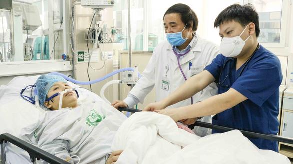 Kỳ tích Bệnh viện Bạch Mai trong phong tỏa: Cứu sống sản phụ ngừng tim 120 phút - Ảnh 1.