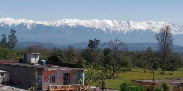 Lần đầu nhìn thấy dãy Himalaya từ miền bắc Ấn Độ sau 30 năm - Ảnh 2.