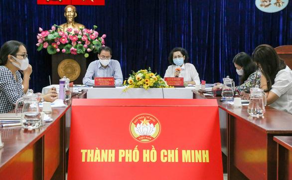 Đề xuất hỗ trợ bổ sung 4 tỉ đồng cho 5.000 người bán vé số tại TP.HCM - Ảnh 1.