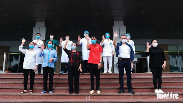 Thêm nhiều người ra viện, Việt Nam đã chữa khỏi 56,4% bệnh nhân COVID-19 - Ảnh 1.