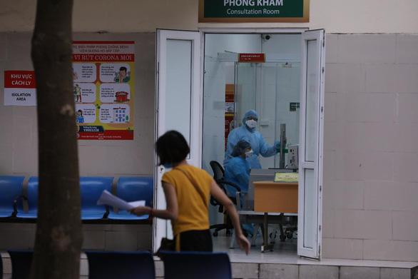 Gần 180 nhân viên y tế Bệnh viện Bạch Mai được gỡ bỏ cách ly kép - Ảnh 1.
