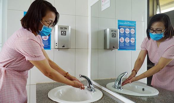 ĐH Duy Tân chế tạo máy hướng dẫn rửa tay - Ảnh 3.