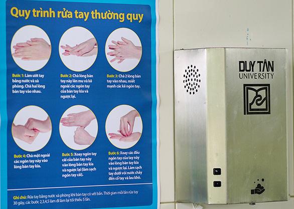 ĐH Duy Tân chế tạo máy hướng dẫn rửa tay - Ảnh 1.