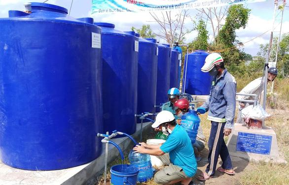 """Bàn giao công trình cấp nước ngọt miễn phí """"giải khát"""" cho người dân Cà Mau - Ảnh 1."""