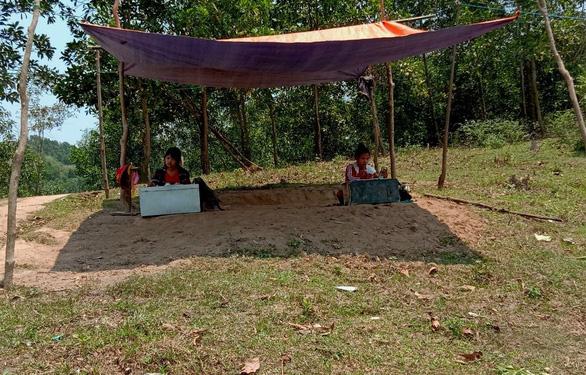 Dựng lều trên đồi cho con học online - Ảnh 3.
