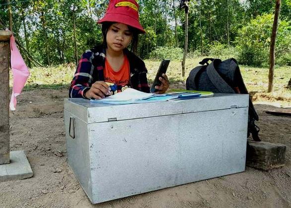 Dựng lều trên đồi cho con học online - Ảnh 2.