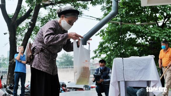 Cây ATM gạo đã có mặt ở Hà Nội - Ảnh 3.