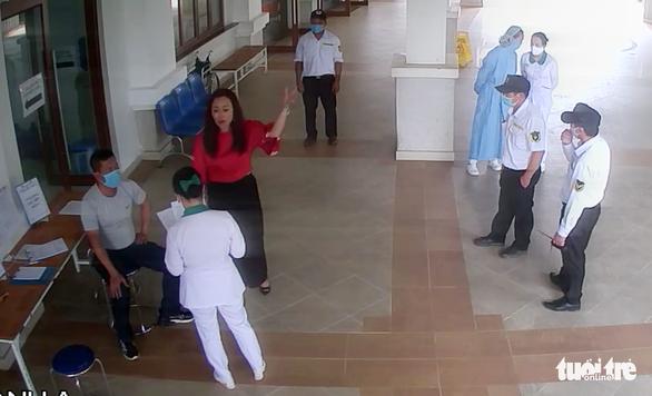 Lãnh đạo Lâm Đồng chỉ đạo công an điều tra vụ đấm vào mặt bảo vệ bệnh viện - Ảnh 1.