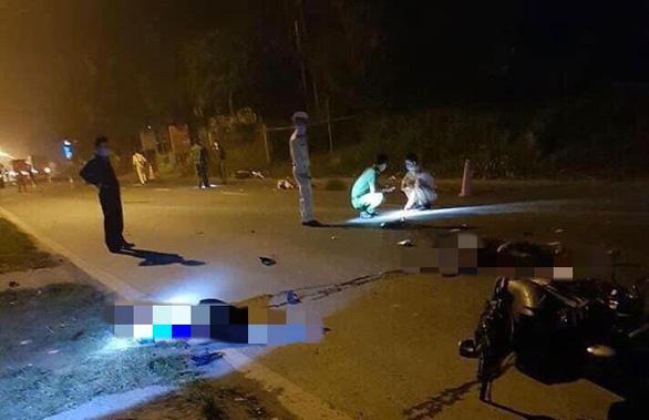 Hai xe máy đối đầu trong đêm, 3 thanh niên chết tại chỗ - Ảnh 1.