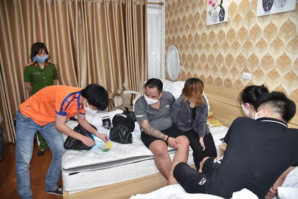 Bắt 2 nhóm nam nữ tụ tập sử dụng ma túy trong khách sạn - Ảnh 2.