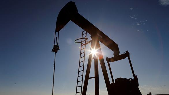 Chưa thể làm phẳng đường cong giá dầu - Ảnh 1.