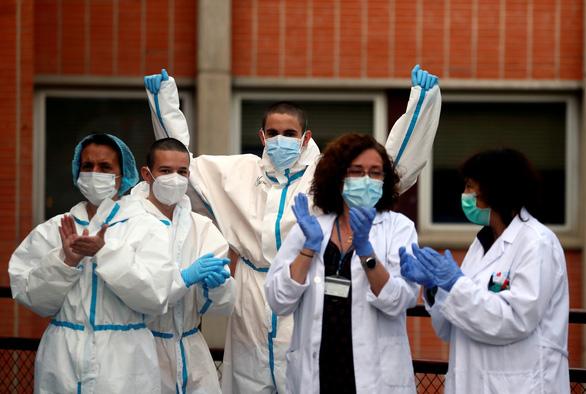 Dịch COVID-19 sáng 12-4: Mỹ vượt mốc 20.000 ca tử vong, bệnh viện Nga quá tải - Ảnh 3.