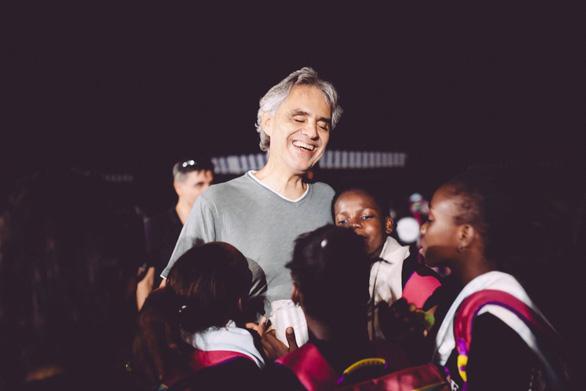 Đêm 12-4, danh ca Andrea Bocelli 'hát cho niềm hi vọng' phục sinh - Ảnh 3.