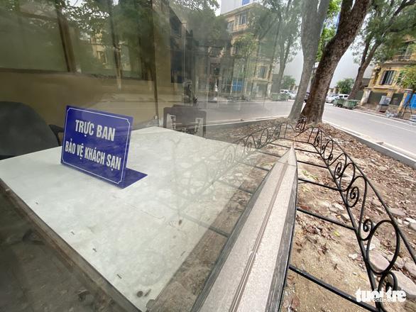 Cận cảnh lô đất vàng ở Hà Nội khiến cán bộ ngành đường sắt bị đề nghị xử lý - Ảnh 4.